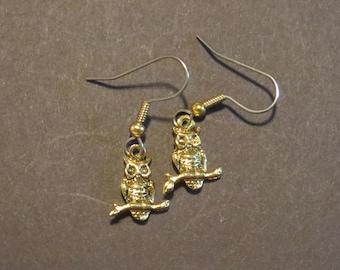 Owl Earrings 24 Karat Gold Plate Wise Old Owls Barn Hoot Halloween EG396