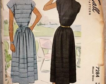 1940's Original Vintage Dress Sewing Pattern, McCall 7284, Bust 34
