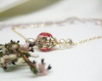 Feminie Floral Bead Necklace