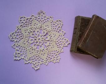 Crochet doily. Lace crochet doily, 8.66 inches diameter (22 cm), handmade. Round Ecru doily. Crochet bedside tablecloth. Ready to ship.