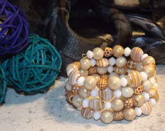 Bracelet of glass beads and acrylic beads on memory wire, beige and white