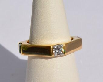 Triangular yellow oro18k Diamond Sapphire and Emerald engagement - ring Gold Yellow 18 k Diamond Sapphire Emerald Engagement Ring
