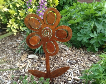 Rusty Flower / Rustic Garden Decor / Rusty Metal Garden Art / Flower Gift / Flower Silhouette / Fairy Garden / Garden Decor / Flower art