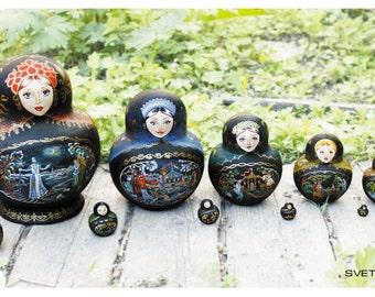 Set of nesting dolls.
