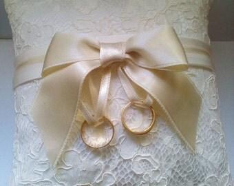WEDDING PILOW
