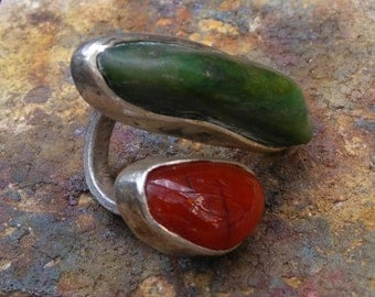Adjustable silver ring with serpentine and carnelian stones.