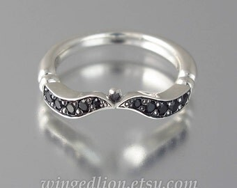 DELIGHT silver wedding band with black spinel