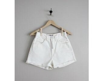 white denim shorts / Guess shorts / cut off shorts