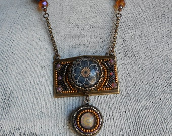 The Glass Daisy necklace