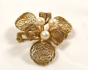 Vintage Cultured Pearl Filigree Flower Brooch Pin Dimensional Spun Openwork Gold Filled Unmarked
