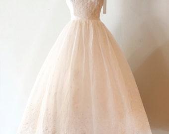 Vintage 1950s Wedding Dress ~ Vintage 50s Eyelet Lace Wedding Dress Waist 30 Size Large