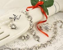 1950s TRIFARI Jewelry Set - Silver Swirl & Pearl Necklace, Bracelet, Brooch Pin, Clip On Earrings - Vintage Grand Parure