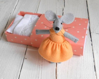 Mouse with bed newborn girl gift fairy play set felt stuffies animals mouse miniature apricot pink  doll in matchbox with hearts