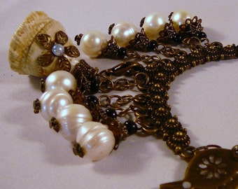 Necklace 18-20in, Antiqued Brass, Shell, Pearls  4774