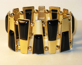 Vintage Abstract Gold Tone Black and White Acrylic Stretch Bracelet (BR-3-2)