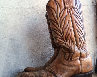 Well-worn vintage book end cowboy boots, decorator cowboy boots, centerpiece cowboy boot, cowboy boot vases, Western cowboy wedding decor