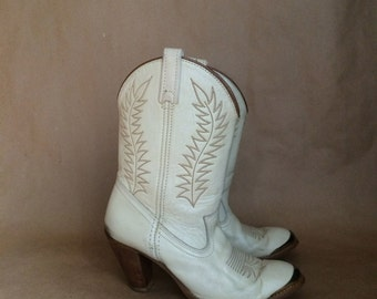 sale vintage 70's 80's white leather stacked heel ankle boot cowboy cowgirl boot bootie
