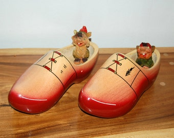 Vintage Netherlands Holland hand painted Red Wooden Souvenir Clogs