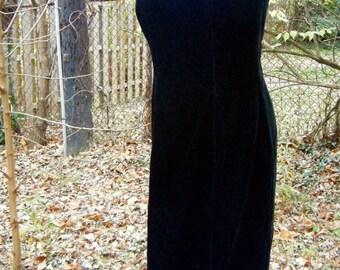 Vintage 1990s  Black Strapless Velvet Wiggle Dress Enforced Bust Party Dress size 6