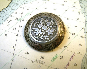 French Round Silver Dress Fur Clip with Engraved Floral Design