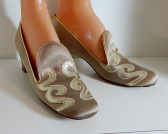 Vintage Shoes Metallic Gold Chunky Heel Shoes Realites Made in USA 60's Mid Century Fashion Hollywood Style Fancy Pumps