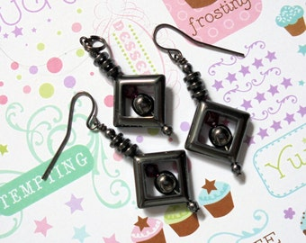 Black and Magenta Pendant and Earrings (0752)