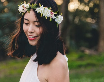 blossom and leaf bridal wedding flower hair wreath // Fleur - ivory & creamy pink / rose berry greenery nature floral headpiece flower crown
