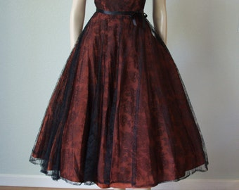 1950s Orbach's Oval Room Chantilly Lace over Silk Taffeta Party Dress - New Look Strapless Style - Small Medium - Black Over Rust Red