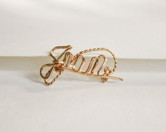 "Gold Bent Wire Name Brooch ""Gran"""
