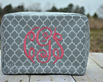 Personalized Makeup BagQuatrefoil - Chevron - Makeup Bags - Cosmetic Bag - Bag - Toiletry Bag - Gift for her - Birthday Gift - Makeup - Gift