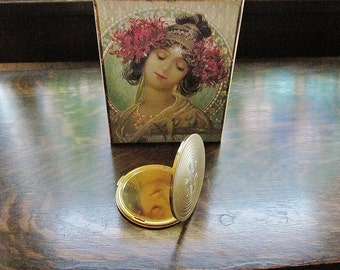 Large Dorothy Gray Compact Ladies Vintage 1940s Face Powder Case - Accessory Case For Women - Worn Patina Golden Metal Vintage Brass