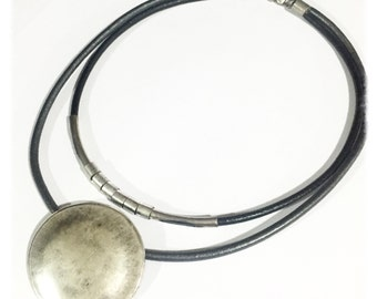 silver necklace, contemporary jewelry, trendy necklace, silver pendant, round pendant, fashion necklace, statement necklace, modern jewelry
