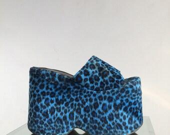 90's Mega Platform Wedge Faux Fuzzy Blue Leopard Print Sandals // 7 - 7.5