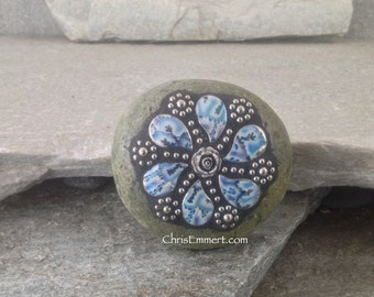 OfficeGift, Mosaic, Blue and Silver 6 Paisley Flower -Mosaic Paperweight / Garden Stone