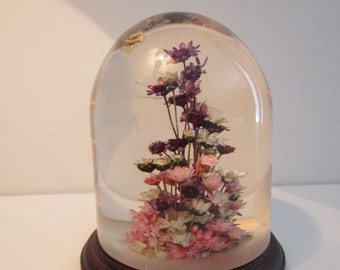 Flowers in Lucite - Daisyglas Paperweight