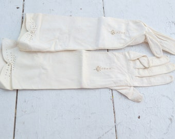 1950s Aris of Paris White Leather Mid-Arm Gloves, Size 7