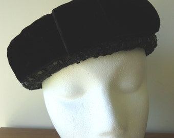 Vintage Hat, Retro Hat, Derby Hat, Womens Accessories, Boho Style, French Vintage, Black straw pillbox hat with front velvet bow