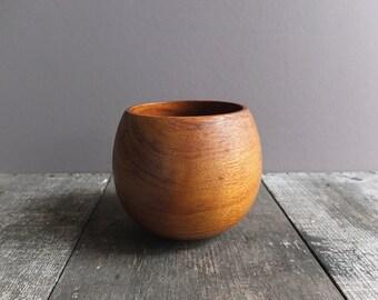 Vintage Wood Bowl / Mid Century Bowl