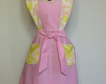 Women Apron, Rose Pink Apron,  Sweetheart Neckline Apron, Retro   Floral Apron, Vintage Apron, 1930's Apron, Christmas Gift, Gift for her