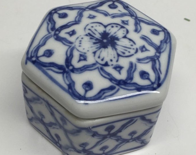 Featured listing image: Delft Blue Trinket Box Floral Made in China