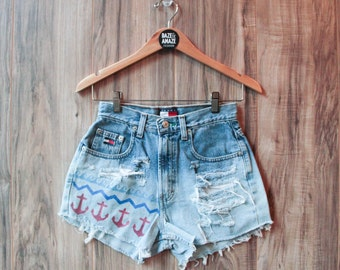 High waist vintage denim shorts | Ripped distressed shorts | Nautical anchor shorts | Tommy Hilfiger denim shorts | Festival hipster shorts