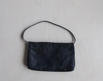 Vintage black leather scalloped purse