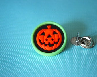Pumpkin Pin -- Pumpkin Brooch, Orange Pumpkin Pin, Halloween Pin, Jack-o Lantern