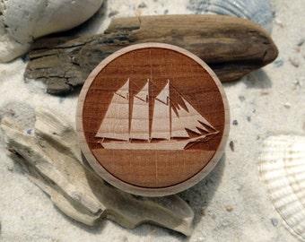 Cabinet knob gaff schooner sailing vessel engraving wood - furniture knob - Maple