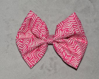 Pink pattern bow.
