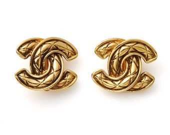 amazing vintage 80s CHANEL signed double CC quilted logo clip on earrings ear clips