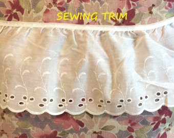 1 YARD, WHITE Cotton, Ruffle Sewing Trim, Embroidered Scallops, 3 Oval Eyelet Flowers, Leaves, 5 Inch Wide, L110