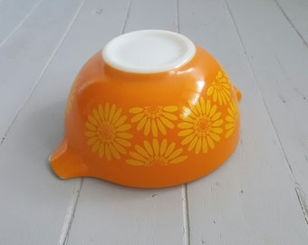 Vintage PYREX mixing bowl orange yellow daisies
