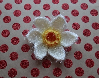 Crochet sparkle and fluffy cream Daffodil, Narcissus flower brooch, corsage, pin, Welsh flower, Easter, spring