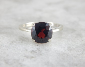 Cranberry Garnet Ring in Polished White Gold QEFY54-R